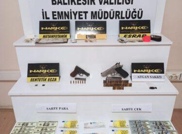 İzmir otoban Edremit çıkış noktasında durduruldurulan araçta uyuşturucu ele geçirildi