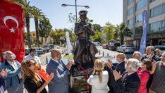 """Savaştepe'li Tabip Yarbay Hikmet BORAN 'ın anısına yapılan """"Tıbbiyeli Hikmet"""" heykeli İzmir'de açıldı."""