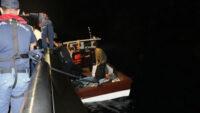Ayvalık'ta 25 düzensiz göçmen kurtarıldı